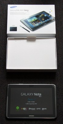 Galaxy Note 10 mit Verpackung.